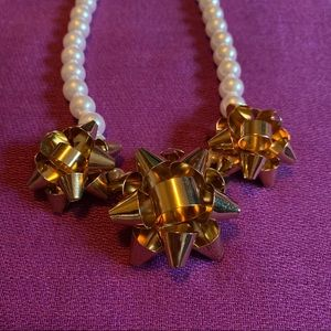Holiday necklace with faux pearl & gold bow design